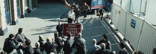 Reingelegt: Mit einer Finte überfällt die Green Street Elite die Manchester-Hooligans.
