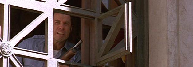 John Travolta alias Sam Baily verliert in Mad City die Fassung. Hier schießt er mit einer Pumpgun aus einem Fenster. Die Presse bekommt ihre Bilder.