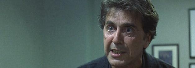 Szene aus The Insider: Pacino's going wild. Nachdem der erfahrere Lowell Bergman vom Glauben abgefallen ist, holt er zum Gegenschlag aus.