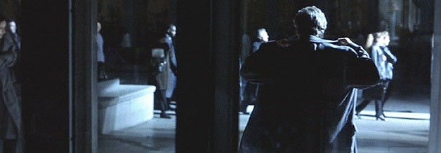 Szene aus The Insider: Al Pacino verlässt das CBS-Gebäude.