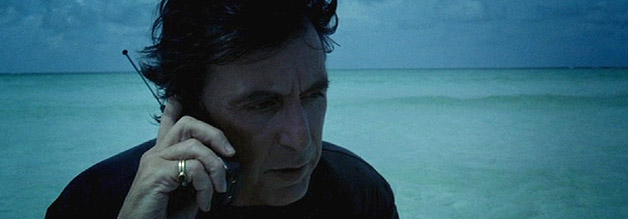 """""""Hallo? Ja, Al Pacino hier! Hast Du ein paar Minuten Zeit für mich?"""" Pacino schwingt sich in der Rolle des Lowell Bergman zum Superjournalisten auf - in Michael Manns The Insider. Bild: Buena Vista."""