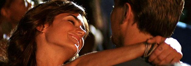 Eine Szene aus dem Film Blood Diamond: Die Journalistin Maddy Bowen tanzt mit Danny Archer. Was wie Vergnügen aussieht, ist Teil der Recherche.