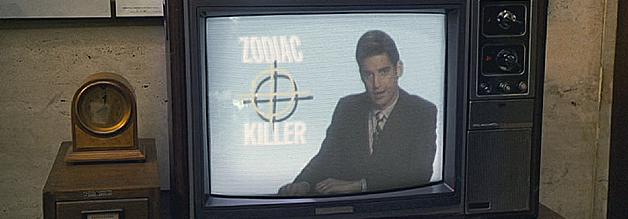 Eine Szene aus dem Film Zodiac - Die Spur des Killers: Zodiac auf allen Kanälen. Die Mordserie und die Berichterstattung darüber führen zu einem wahren Hype.