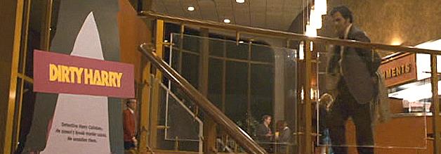 Ein Szene aus dem Film Zodiac - Die Spur des Killers: Detective Toschi (Mark Ruffalo) will im Kino abschalten. Klappt aber nicht. Dirty Harry basiert auf dem Fall des Zodiac-Killers.