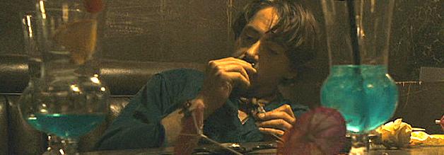 Ein Szene aus dem Film Zodiac - Die Spur des Killers: Paul Avery (Robert Downey Jr.) ist der Exzentriker mit Drogen- und Alkoholproblemen...