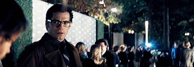 """""""Was zum Teufel mache ich hier eigentlich?"""" Anstatt die Welt zu retten, muss sich Clark Kent mit Football-Berichterstattung und Klatsch-Journalismus herumschlagen."""