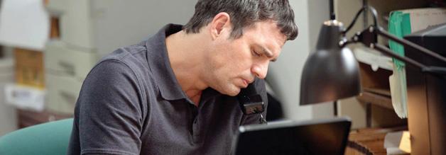 Volle Konzentration auf die Arbeit: Wadenbeißer Michael Rezendes stellt der Recherche alles unter - auch sein Privatleben.