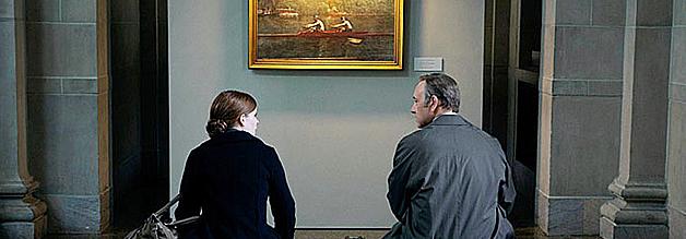 Folgenreiches Treffen: Der Politiker Frank Underwood und die Journalistin Zoe Barnes sitzen bald im selben Boot. So harmonisch wie auf dem Gemälde im Hintergrund wird's aber nicht.