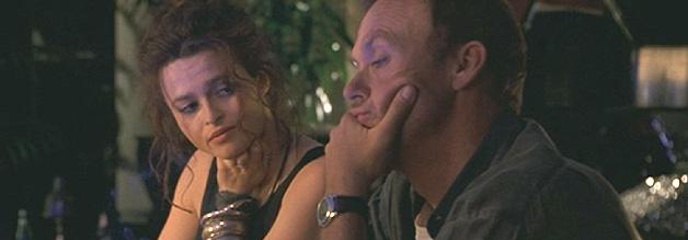 Wo kommen wir her? Wo gehen wir hin? Was machen wir überhaupt hier? Ingrid Formanek (Helena Bonham Carter) und Robert Wiener (Michael Keaton) beim allabendlichen Sinnieren in der Bar. Ihre Beziehung bleibt platonisch.