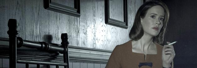 Ab in den Bau: Lana Winters wird mundtot gemacht, in dem sie zwnagsweise in eine Sanatorium ein geliefert wird. Bildmaterial: 20th Century Fox Home Entertainment.