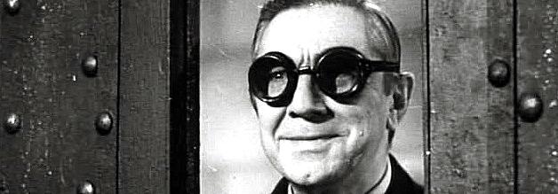Dr. Bela heckt schon wieder etwas aus. Die Schutzbrille ist verräterisch! Bildmaterial: Public Domain.