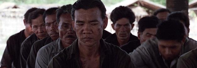Haing S. Ngor liefert in The Killing Fields eine Performance für die Ewigkeit ab. Leider endet die Geschichte für den Ngor-Darsteller tragisch.