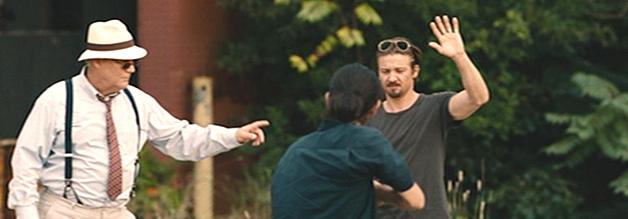 Hoch die Hände, Recherche-Ende - Gary Webb (Jeremy Renner) ist nicht fies davor, Drogenanbaugebiete persönlich zu inspizieren. Kill The Messenger nimmt den Gehorsam der US-Medien ins Visier.