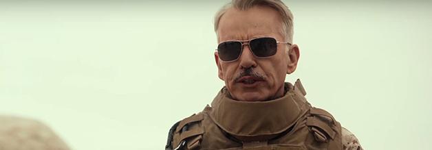 """""""Schlafen Sie ja nicht mit meinen Marines!"""" Zuviel Fraternisierung kommt bei General Hollanek (Billy Bob Thornton) nicht gut an."""