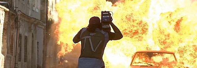 Adrenalin-Junkies und Gefahren-Sucher an die Front: Hunting Party erzählt die fiktionalisierte Version der Geschichte, wie vier echte Journalisten einen echten Kriegsverbrecher fassen wollten. Doch der Druck auf dem Kessel fehlt. Bildmaterial: MGM.