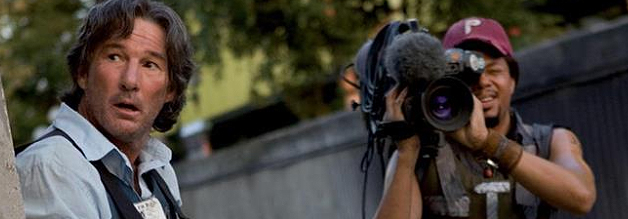 Simon Hunt (Richard Gere) und sein Kameramann Duck (Terrence Howard) machen Jagd auf einen Kriegsverbrecher.