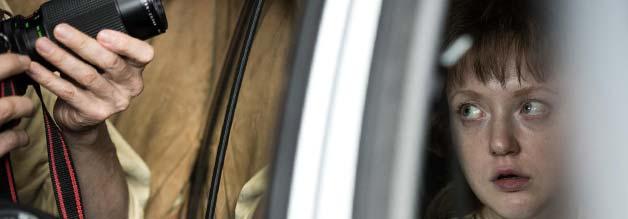 Gladbeck als Mahnmal: Geisel Ines stiert verängstigt auf die Kameras, die sie belagern. Die echte Ines ist bis heute traumatisiert. Ob die Lehren ewig halten?