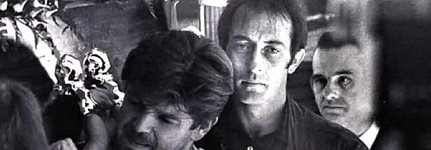 Kevin Carter als Sargträger bei der Beerdigung seines Freundes Ken Oosterbroek. Wenige Wochen nach dieser Aufnahme ist auch Carter tot.