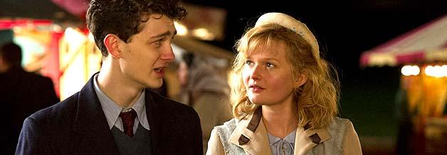 Junge Unschuld vom Lande trifft Vorstadt-Beau. Für Philomena wird die bevorstehende Liebesnacht alles verändern.