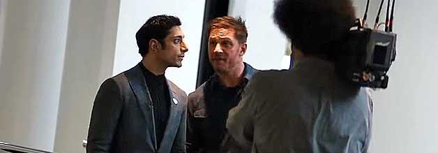 Voll auf Konfro aus: Eddie Brock (links) lässt im Interview unvermittelt durchblicken, dass er über die Machenschaften seine Gesprächspartner Dr. Carlton Drake Beschweid weiß.