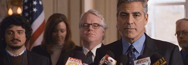 Der Governor (George Clonney) und seine Entourage. Präsidentschaftskandidat Mike Morris stellt sich der Presse.