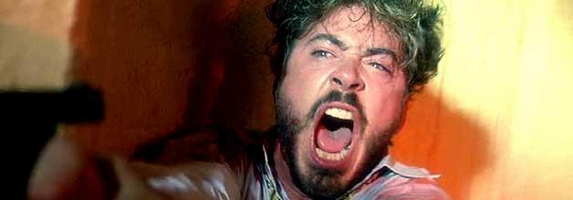 Wer macht Mörder? Bei Oliver Stone trägt der Reporter Wayne Gale (Robert Downey Jr.) nicht nur Mitverantwortung, er ist Mittäter.