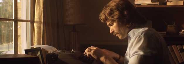 Lee Strobel (Mike Vogel) haut für Gott in die Tasten - der echte Strobel ist bekannt für seine missionarischen Bücher und Filme.
