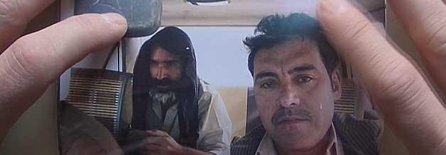 """Louie Palu (links) mit einem """"Fixer"""", einem einheimischen Kontaktanbahner und Dolmetscher. Der Kollege ist in den Wirren des Krieges umgekommen, wie wir erfahren."""