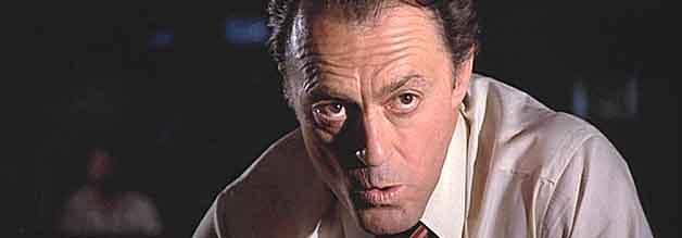 Mahner und Zauderer: Senderchef Don Jacovich (Peter Donat) legt sich nur höchst ungern mit der Atomlobby an.