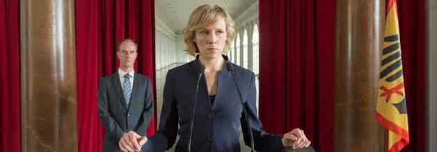 Auch wenn es nicht so aus sieht: Am Ende siegt die Moral. Im Bild Franziska Weisz, die die Staatssekreträin Katharina Pflügler spielt.