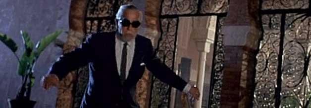 Trauriger Abgang. Karloff, bei Erscheinen des Films 1970 bereits ein Jahr tot, stolpert durchs Finale von Kochendes Blut.