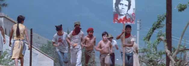 """Ein Bild, das alles verändert: Price """"erweckt"""" den Rebellenanführer Raphael zum Leben. Das steigert die Moral im Lager der Widerständler."""