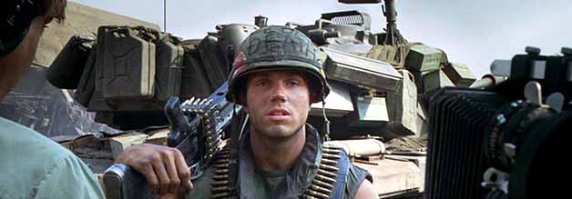 Wofür wir kämpfen: Maschinengewehr-Schütze Animal Mother (Adam Baldwin) im Front-Interview.