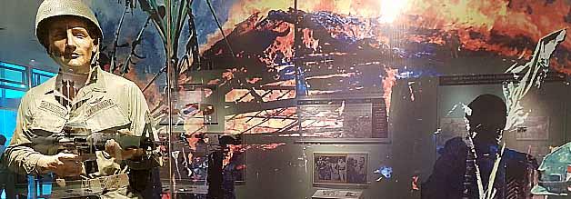 Szene aus dem Kriegsopfermuseum. Wer im Vietnamkrieg der Böse war, ist unschwer zu erkennen. Wobei die Kriegstreiberei und die Kriegsverbrechen der USA ja nicht zu leugnen sind. Wer aber deutsche museale Neutralität gewohnt ist...