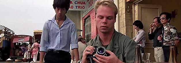 Obacht auf Wertsachen. Kriegsfotograf Rafterman (Kevyn Major Howard) wird gleich seine Kamera vermissen.