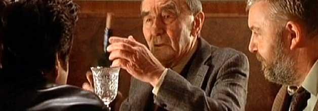 Hitlers Kristall: Insider präsentieren Yaron Svoray Nazi-Devotionalien.
