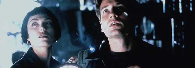 Fox Mulder wärmt sich schon mal auf, die X-Akten warten: Brian Kessler ähnelt der Rolle, mit der David Duchovny noch im Erscheinungsjahr von Kalifornia durchstartet.