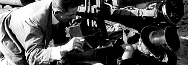 Die Figur von Harry Lehrman wird Zeuge eines dramatischen Autounfalls – wie es sich für einen guten Reporter gehört, hat er seine Kamera gleich zur Hand. Weniger löblich: Lehrman robbt ganz nah an den Verletzten heran – er interviewt den eingeklemmten Fahrer noch an Ort und Stelle.