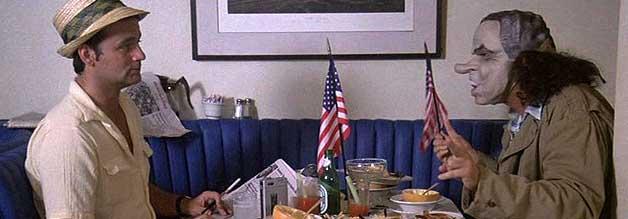 Hunter S. Thompson (Bill Murray) und Carl Laszlo (als Richard Nixon, gespielt von Peter Boyle) sind unzertrennlich. Ob Thompson es will oder nicht.