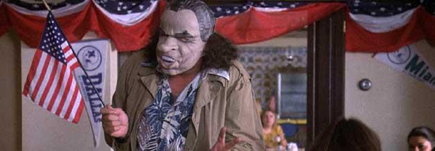 Die Nixon-Maske als Sinnbild für den Niedergang des American Dream. Ein Lügen-Präsident als Oberhaupt einer großartigen Nation, die - wie sich in den 1960er-/70er-Jahren herausstellt - gar nicht so großartig ist.