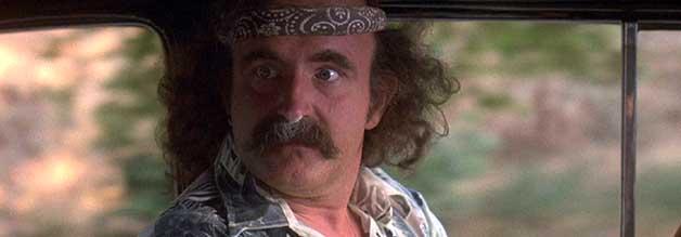 Der 2006 verstorbene Peter Boyle spielt in Wo die Büffel röhren das Acosta-Alter Ego Carl Laszlo.