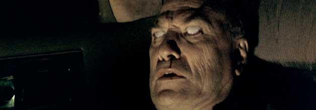 Ted Levine spielt den Hunter S. Thompson-Verschnitt Thomas Blackburn. Spoiler: Das Nasenbluten ist keine Folge eines übermäßigen Kokain-Kunsums.