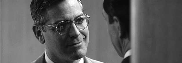 Mehr als nur ein Arbeitskollege: Produzent Fred Friendly (gespielt von Regisseur George Clooney) steht Edward R. Murrows (David Strathairn) zur Seite.