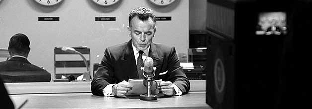Hervorragend besetzt, bis in die Nebenrollen. Ray Wise überzeugt als labiler CBS-Moderator Dan Hollenbeck.