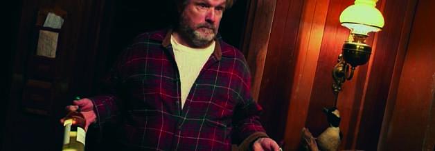 Ober, der Kryptid nimmt den Wein: Bigfoot-Jäger Drybeck fährt groß auf. Erst die Spirituosen, dann die Schauermärchen.