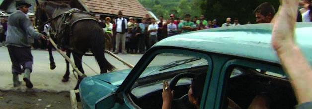 Noch eine der harmloseren Szenen aus der Exposition: Über ihre Darstellung sind die Einwohner von Glod wenig erfreut. Eine 2006 von Staranwälten angeführte Klage zielte allerdings ins Leere.