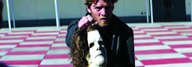 Gewagtes Schachbild: Journalist Aaron versucht Michael Myers konfrontativ matt zu setzen. Doch der befreit sich mithilfe einer Rochade. Bildmaterial: Universal Pictures.