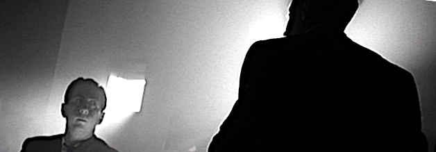 Reporter Thompson wird auf Kanes letzte Worte angesetzt. Citizen Kane erzählt eine Detektivgeschichte, die Motive und Stilmittel eines Film Noir enthält.