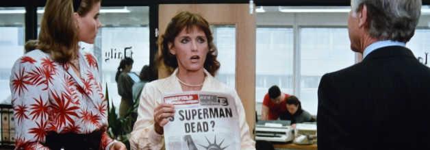 Superman tot ? Lois Lane (Margot Kidder) ist ganz und gar nicht mit der redaktionellen Linie der Warfields einverstanden. Sie haut bei der Daily Planet hin.