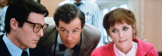 Clark Kent, Jimmy Olsen und Lois Lane ahnen, was kommt: Der neue Eigentümer der Daily Planet, David Warchild, ist als Boulevard-Zampano berühtigt.
